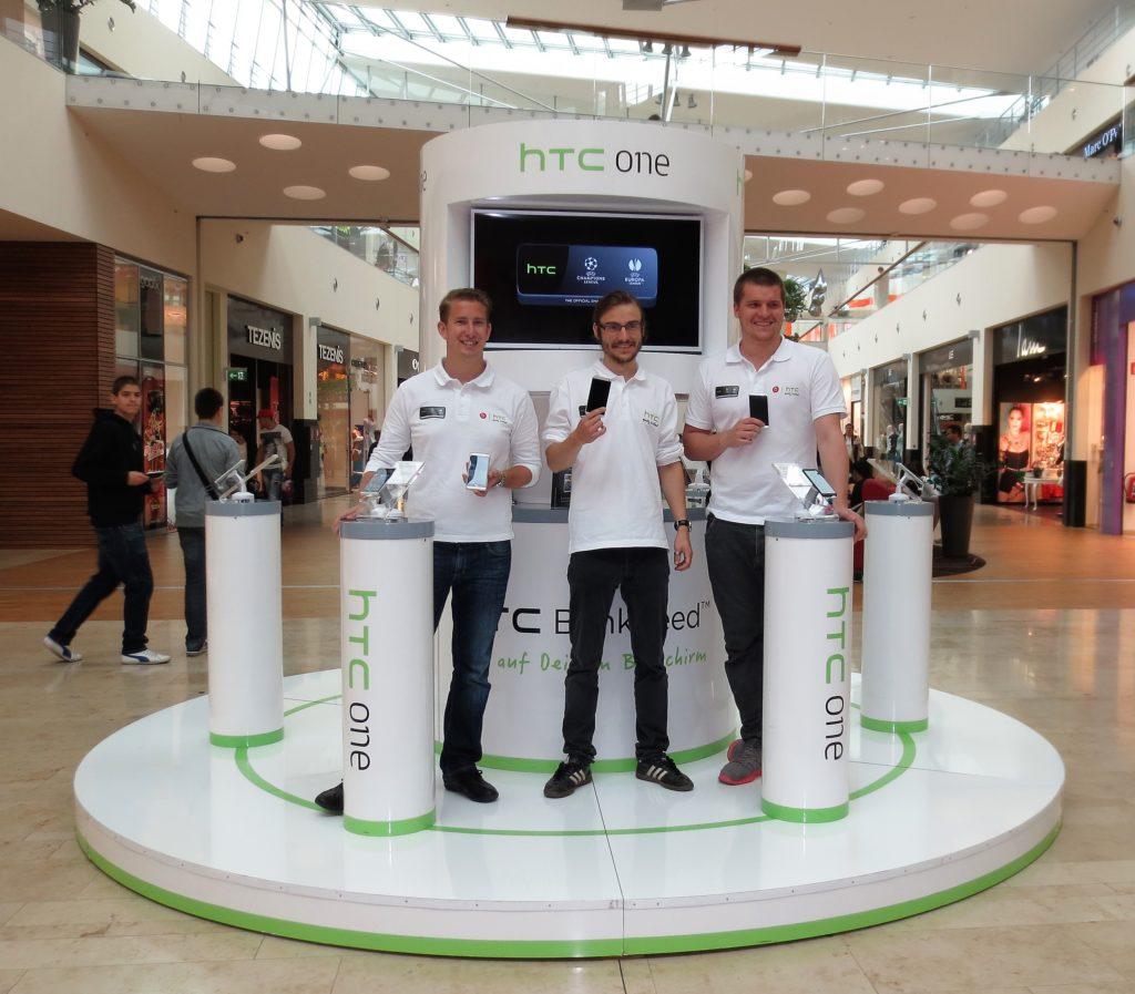 Sales Promotoren im Zuge einer Consumer Sales Promotion und Roadshow in österreichischen Einkaufszentren
