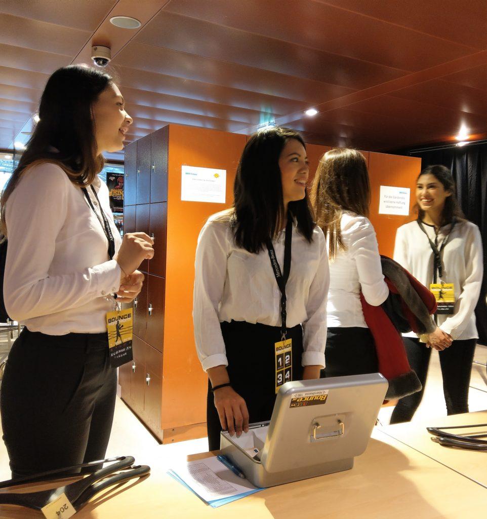 Garderobepersonal bei Sportevent in Wien